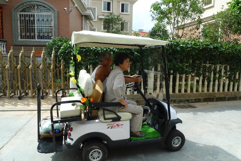 老人的出行神器.   四轮老年代步车   近年来,老年人的话题高清图片
