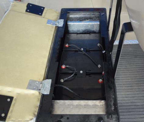 四轮电动车电池是串联电源,无法拆分充电